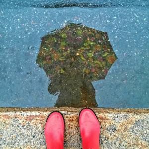 Ja sääkin meinasi pistää hanttiin...mutta onneksi on pirteä sateenvarjo!